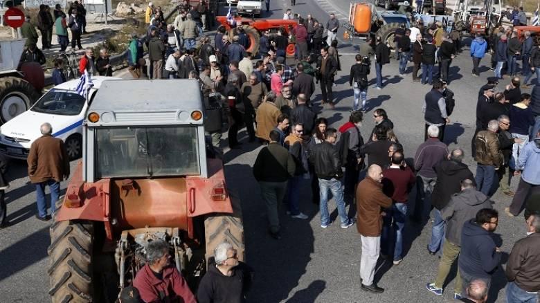 Σκληρή στάση των αγροτών - Κλιμακώνουν τις κινητοποιήσεις