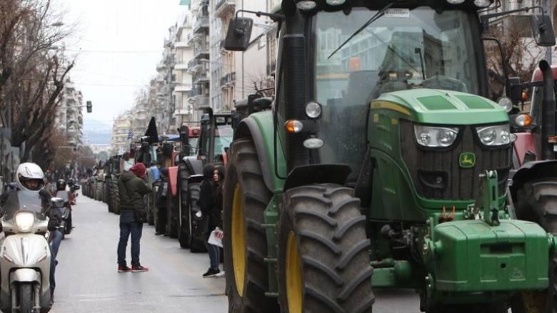 Μπλόκα αγροτών: Κλείνουν εθνικές οδούς, λιμάνια, αεροδρόμια, τελωνεία για 24 ώρες