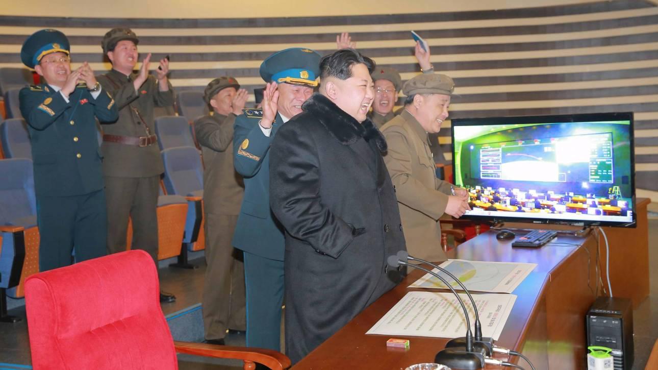 Β. Κορέα: Εκτόξευση πυραύλου μεγάλου βεληνεκούς προκαλεί διεθνείς αντιδράσεις