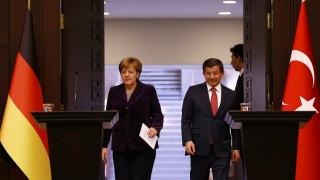 Εμπλοκή του ΝΑΤΟ στον έλεγχο των προσφυγικών ροών αποφάσισαν Μέρκελ-Νταβούτογλου
