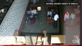 Πτήση του τρόμου:  Η κάμερα «συνέλαβε» υπόπτους με την βόμβα στο χέρι