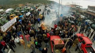 Μπλόκα αγροτών: Ζεσταίνουν τις μηχανές για την Αθήνα