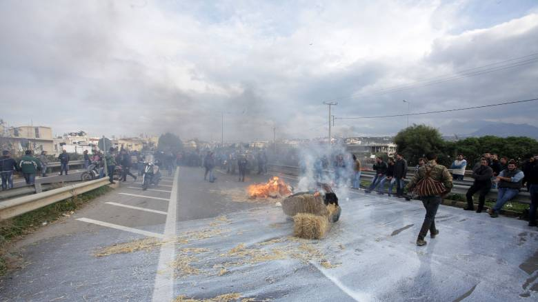 Αγροτικές κινητοποιήσεις: Ένταση στα γραφεία του ΣΥΡΙΖΑ στον Άγ. Νικόλαο