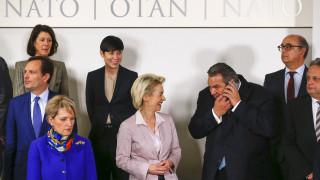 Πρόθυμη η Γερμανία να συμμετάσχει στις επιχειρήσεις του NATO για την ανάσχεση των προσφύγων