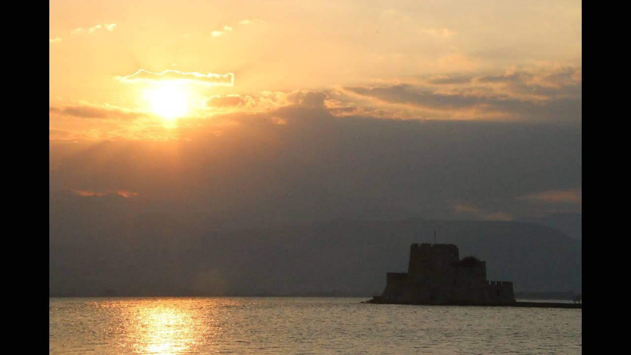 https://cdn.cnngreece.gr/media/news/2016/02/11/21345/photos/snapshot/nayplio-vasilis-papadopoulos.jpg