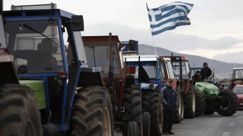Αγρότες: «Μπλόκο» στα τρακτέρ που κατευθύνονταν στο Σύνταγμα