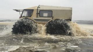 Όπου δεν μπορεί να πάει το ρώσικο Sherp ATV πας μόνο από αέρος