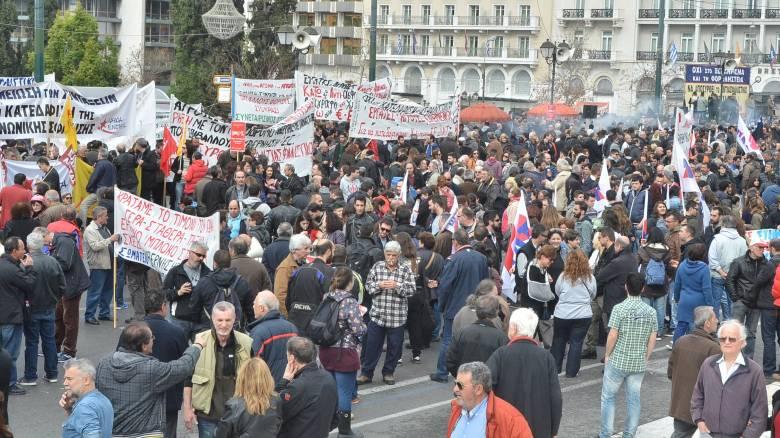 Αγρότες Σύνταγμα:  Δεύτερη μέρα κινητοποιήσεων στην Αθήνα