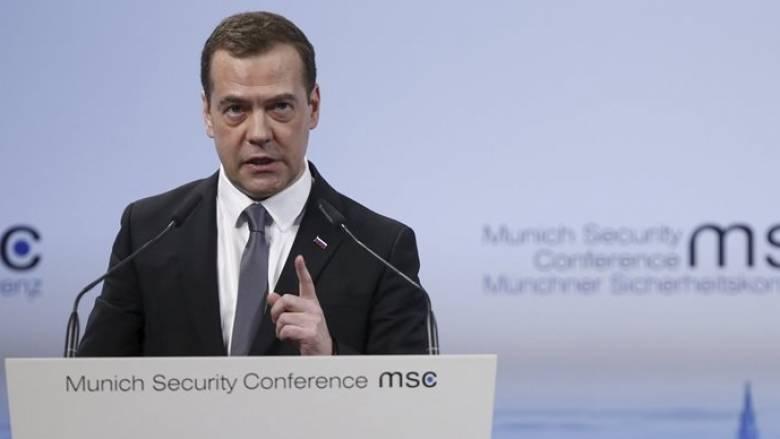 Μεντβέντεφ: Μη φιλική η στάση του ΝΑΤΟ απέναντι στη Ρωσία