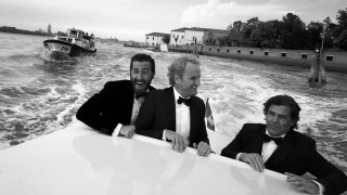 Aπό τις εμπόλεμες ζώνες στο κόκκινο χαλί των BAFTA, o Greg Williams φωτογραφίζει αθέατες στιγμές