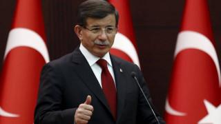 Νταβούτογλου σε Μέρκελ: Θα συνεχίσουμε τις επιθέσεις κατά των Κούρδων