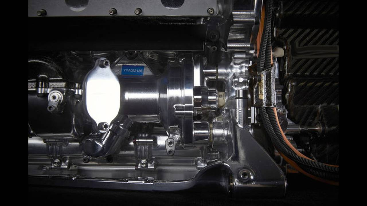 https://cdn.cnngreece.gr/media/news/2016/02/15/21784/photos/snapshot/Mercedes-V6-F1-ENGINE-10.jpg