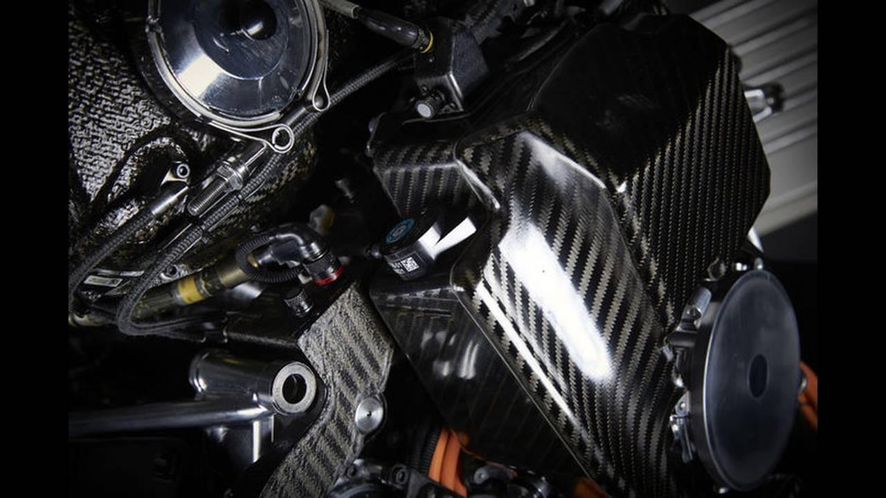 https://cdn.cnngreece.gr/media/news/2016/02/15/21784/photos/snapshot/Mercedes-V6-F1-ENGINE-7.jpg