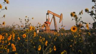 Πάγωμα της παραγωγής πετρελαίου συμφώνησαν Ρωσία-Σαουδική Αραβία
