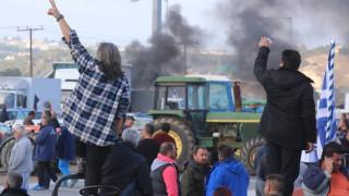 Μπλόκα αγροτών:  Ένταση ανάμεσα σε αγρότες και οδηγούς φορτηγών στο Μπράλο- Άνοιξε ο δρόμος