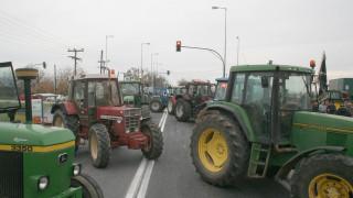 Αγρότες: Παραμένουν στα μπλόκα, περιμένουν το διάλογο