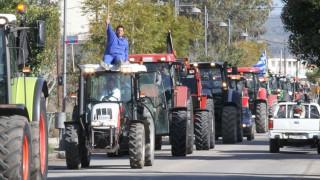 Αγρότες έκλεισαν συμβολικά τις ΔΟΥ Τρικάλων και Κοζάνης