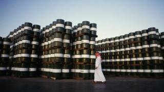 Η υπερπροσφορά πετρελαίου οδηγεί σε πτώση τη τιμή του «μαύρου χρυσού»