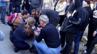 Κηδεία Παντελίδη: Λιποθυμούν οι θαυμάστριες στο τελευταίο αντίο