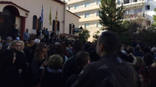 Κηδεία Παντελίδη: Λαϊκό προσκύνημα από πλήθος κόσμου (vid+pics)