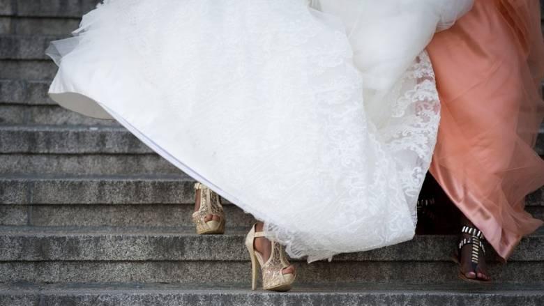 Αυξάνονται τα σύμφωνα συμβίωσης, μειώνονται οι θρησκευτικοί γάμοι