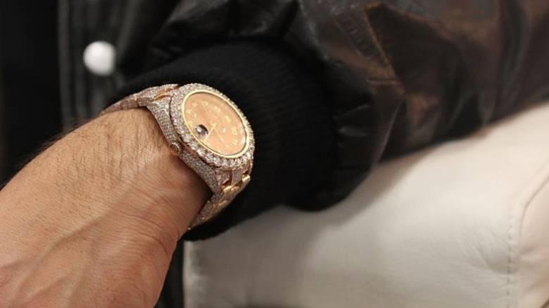 Εργαζόμενος σε αεροδρόμιο κλέβει πανάκριβο ρολόι από τη βαλίτσα ταξιδιώτη