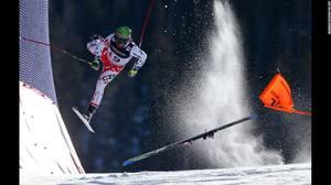 """FIS World Championships"" από τον Christian Walgram. Ο Τσέχος σκιέρ Ondrej Bank πέφτει κατεβαίνοντας το απότομο κομμάτι του Alpine Combined ενώ διαγωνίζεται στο Παγκόσμιο Πρωτάθλημα αλπικού σκι στις 15 Φεβρουαρίου."
