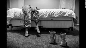 """Sexual Assault in America's Military"" (Σεξουαλικές επιθέσεις στον Αμερικανικό στρατό) από την Mary F. Calvert: Αυτή η σειρά φωτογραφιών απεικονίζει γυναίκες που έχουν κακοποιηθεί σεξουαλικά κατα την διάρκεια της θητείας τους στις Ένοπλες Δυνάμεις των Ηνω"
