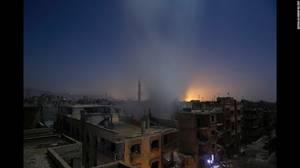 """Aftermath of Airstrikes in Syria"" (Οι συνέπειες των βομβαρδισμών στη Συρία) από τον Sameer Al-Doumy. Καπνός βγαίνει από ένα σπίτι στη Ντούμα της Συρίας μετά απο πληροφορίες για βομβαρδισμό απο δυνάμεις της κυβέρνησης της Συρίας στις 30 Οκτωβρίου. Αυτή η"