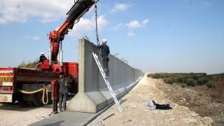 Η Τουρκία κατασκευάζει τείχος στα σύνορα με την Συρία