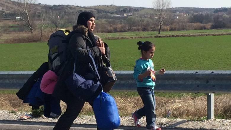 Προσφυγικό: Ένα απέραντο hotspot η Εθνική Oδός Αθηνών- Λαμίας