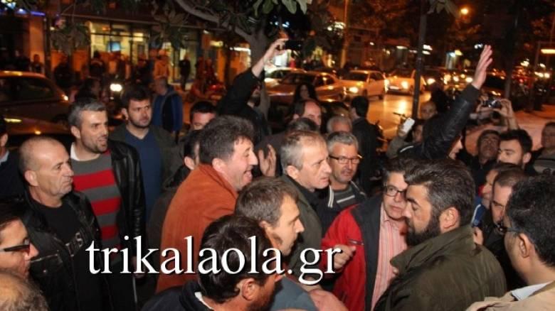 Νέα εισβολή αγροτών σε εκδήλωση του ΣΥΡΙΖΑ στα Τρίκαλα