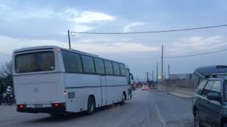 Έφτασαν τα πρώτα λεωφορεία με πρόσφυγες στα Διαβατά