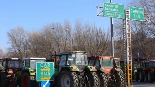 Αγρότες: Ενισχύουν τα μπλόκα παρά την εισαγγελική παρέμβαση