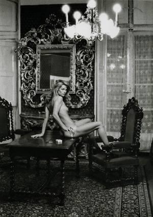 Η Σαρλότ Ράμπλινγκ φωτογραφημένη από τον Helmut Newton για το περιοδικό Vogue