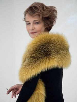 Η Σαρλότ Ράμπλινγκ φωτογραφημένη για το περιοδικό Grey