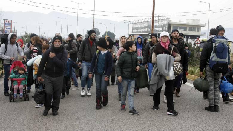 Καβάλα: Μέσα σε λεωφορεία θα κοιμηθούν οι πρόσφυγες