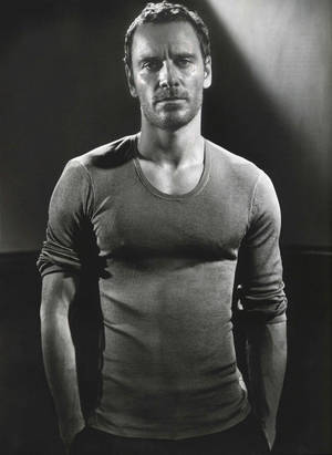 O Μάικλ Φασμπέντερ φωτογραφημένος από τον Vincent Peters για το περιοδικό GQ