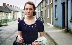 Η Saoirse Ronan σε στιγμιότυπο από την ταινία Brooklyn