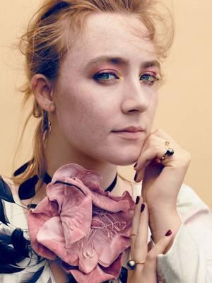H Saoirse Ronan φωτογραφημένη από τον Dusan Reljin για το περιοδικό Glamour