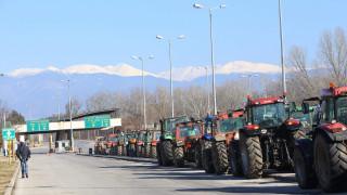 Αγρότες: Έκλεισαν ξανά τον Προμαχώνα