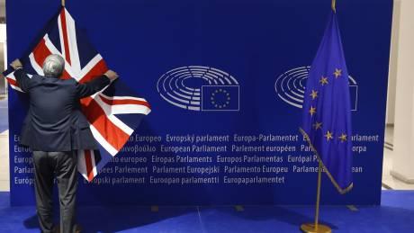 """""""Παγώνει"""" λόγω κάλπης για Brexit η αναθεώρηση του ευρωπαϊκού προϋπολογισμού"""