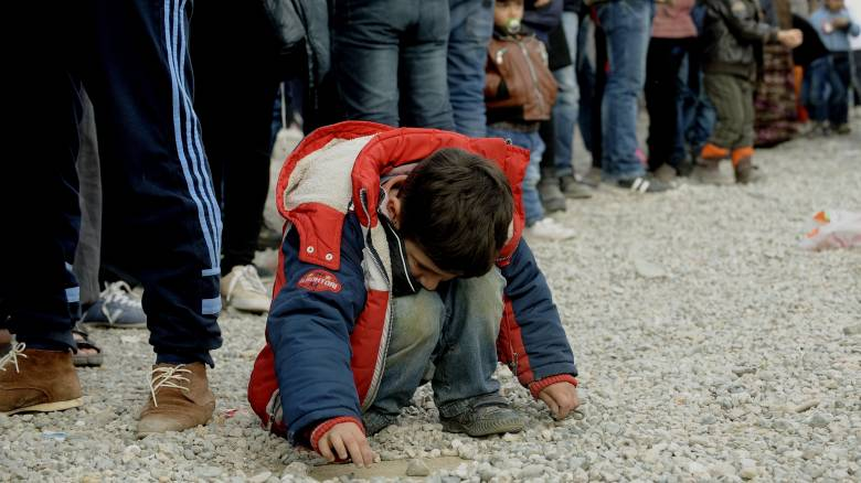 Καραβάνια εγκλωβισμένων προσφύγων σε όλη τη χώρα -Συνεχίζονται οι αφίξεις στα νησια