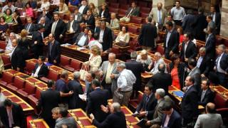 «Πόλεμος» ανακοινώσεων μεταξύ ΣΥΡΙΖΑ-ΝΔ για το κύκλωμα των εκβιαστών