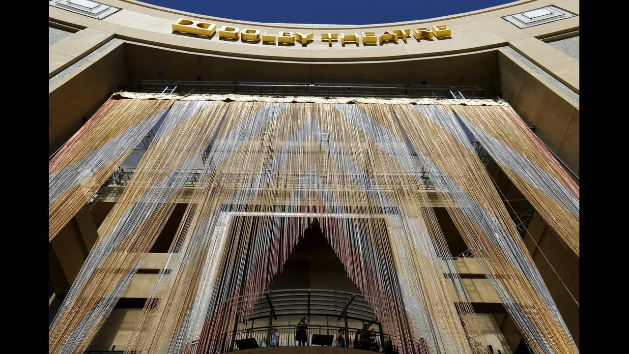 """Το Dolby Theatre εγκαινιάστηκε στις 9 Νοεμβρίου του 2001. Έγινε και τυπικά το """"σπίτι"""" των βραβείων Όσκαρ, τον Μάρτιο του 2002."""