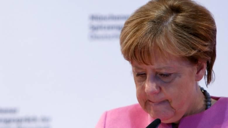 Προς αλλαγή στρατηγικής η Μέρκελ για Ελλάδα με σύνδεση προγράμματος - προσφυγικού;