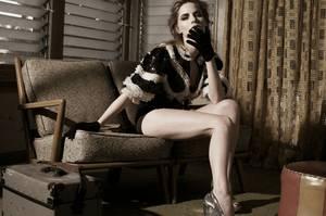 Η Jennifer Jason Leigh φωτογραφημένη από τον Tom Munro για το περιοδικό Vogue Italia