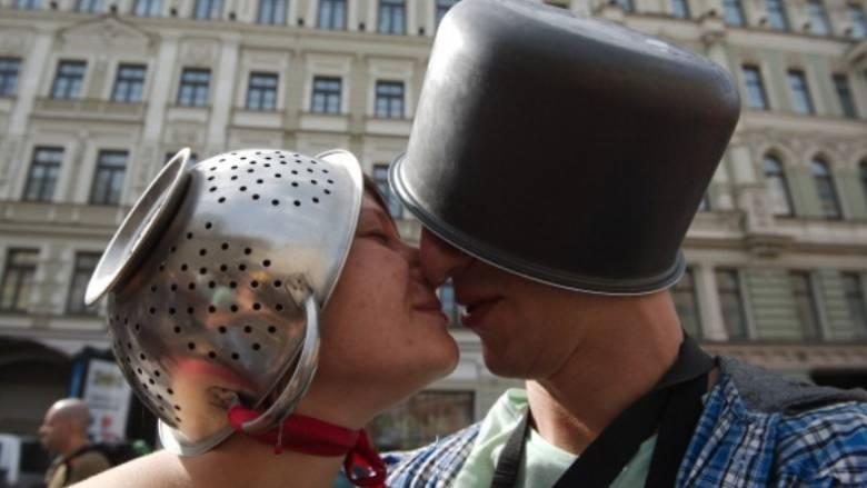 Οι οπαδοί του Ιπτάμενου Μακαρονοτέρατος απέκτησαν δικαίωμα στο γάμο!