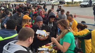 Προσφυγικό: Έκκληση εθελοντών για τρόφιμα στο λιμάνι του Πειραιά