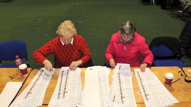 Οι ιρλανδικές εκλογές οδήγησαν σε πολιτικό «αδιέξοδο»